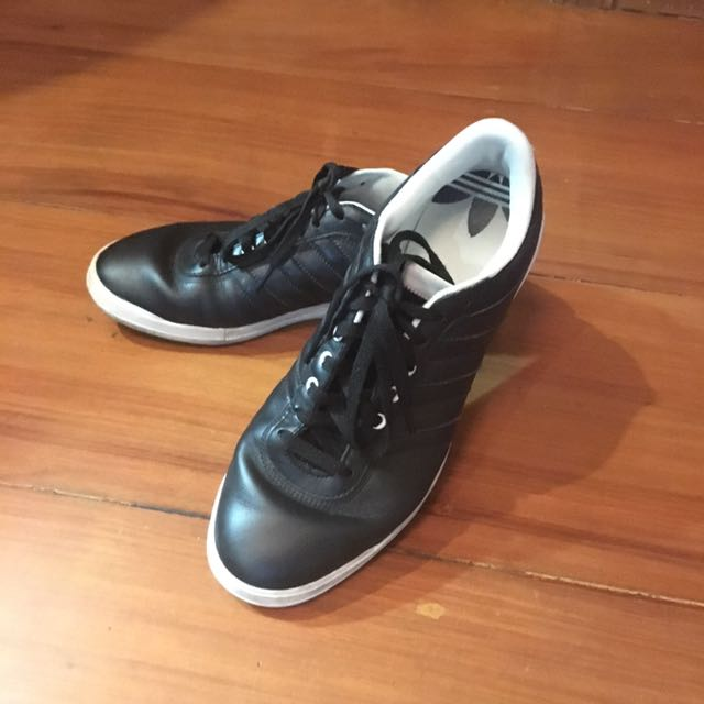 <Adidas> Orig Men's Black Sneakers (Size 9.5)