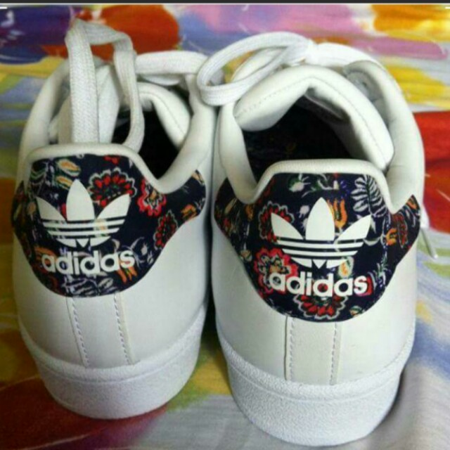 Adidas Superstar floral reprice 2,800 before 3000
