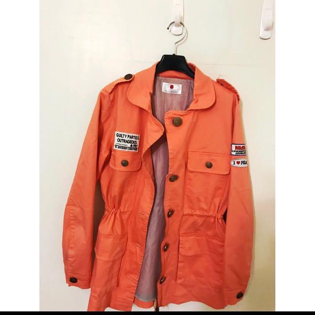 Air space的 超好看的 帥氣亮色系軍裝外套唷 質感超級好的 ML都可喔 大推薦單品 青春單品喔!