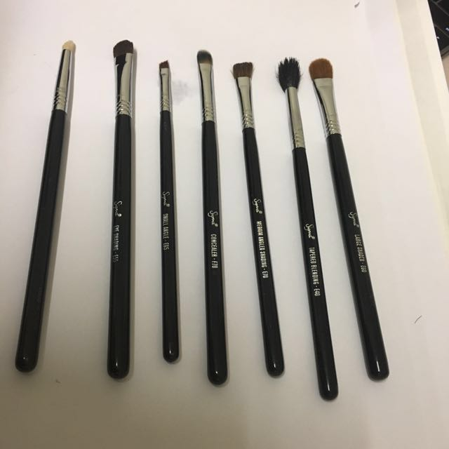 Authentic sigma brushes