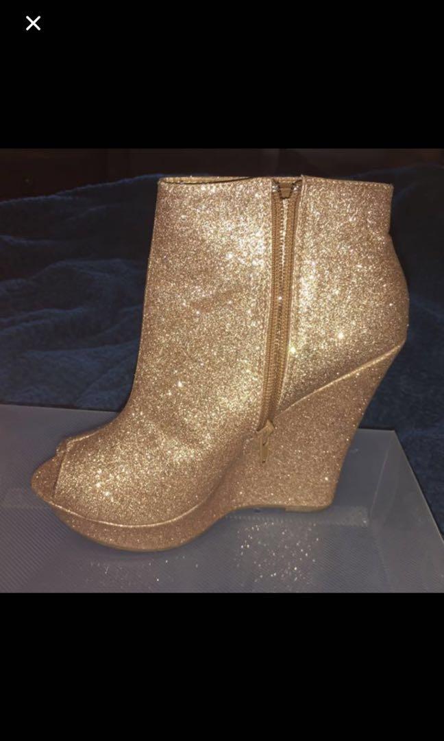 Gold sparkle wedges
