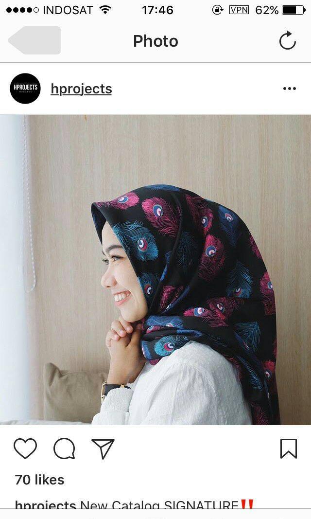 Hijab motif merak