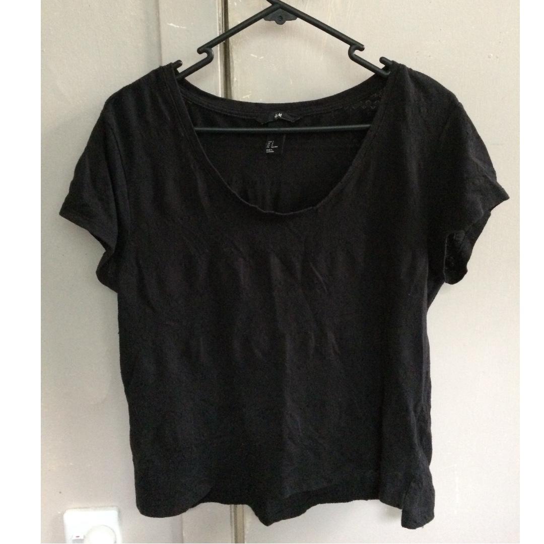 Lightly textured black H&M shirt