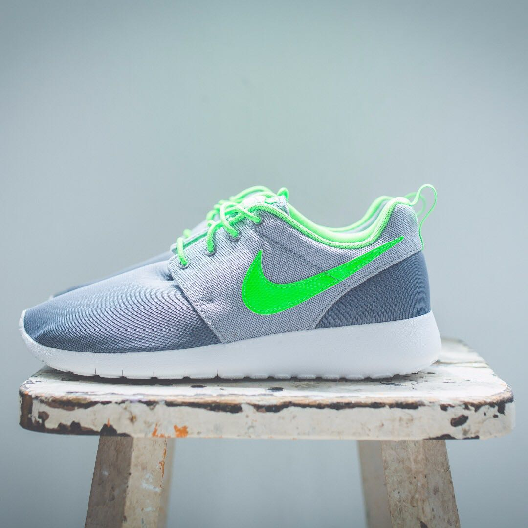 eac131346636d Nike Roshe One Cl grey