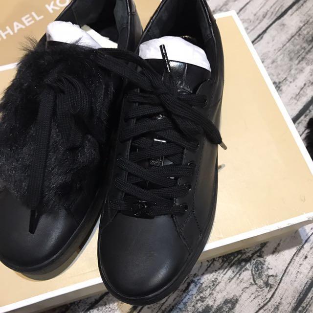 Outlet 購買Michael kors 全新小牛皮休閒鞋,7號,24cm 原價$7800,3.5折只要$2730
