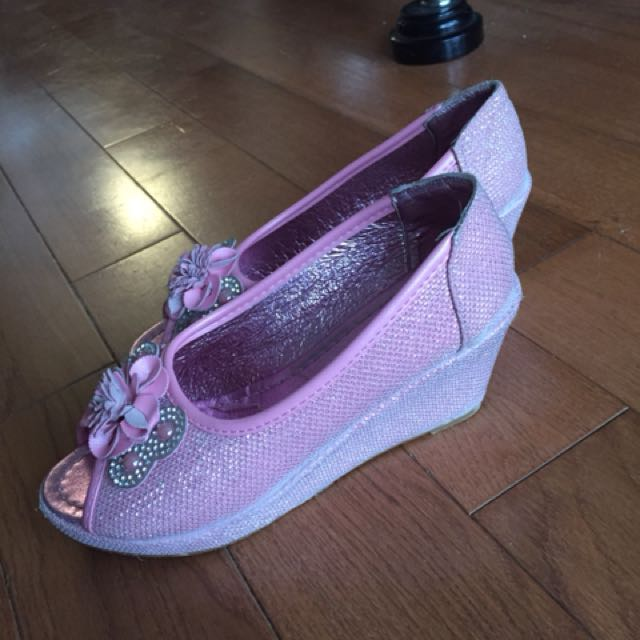 Pink leather peel toe wedges