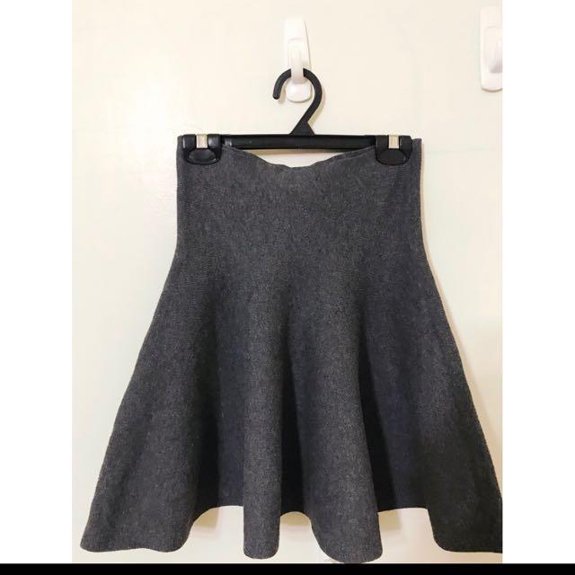 大推薦SM小L 超彈性 挺版針織裙 超級好看的 大推薦單品喔 配褲襪靴子真的很好看!