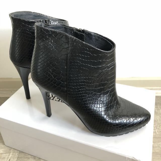 Staccato leather croc pattern effect black ankle high heel boots 36 NEW
