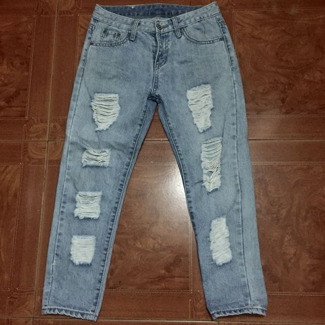 Tattered denim pants