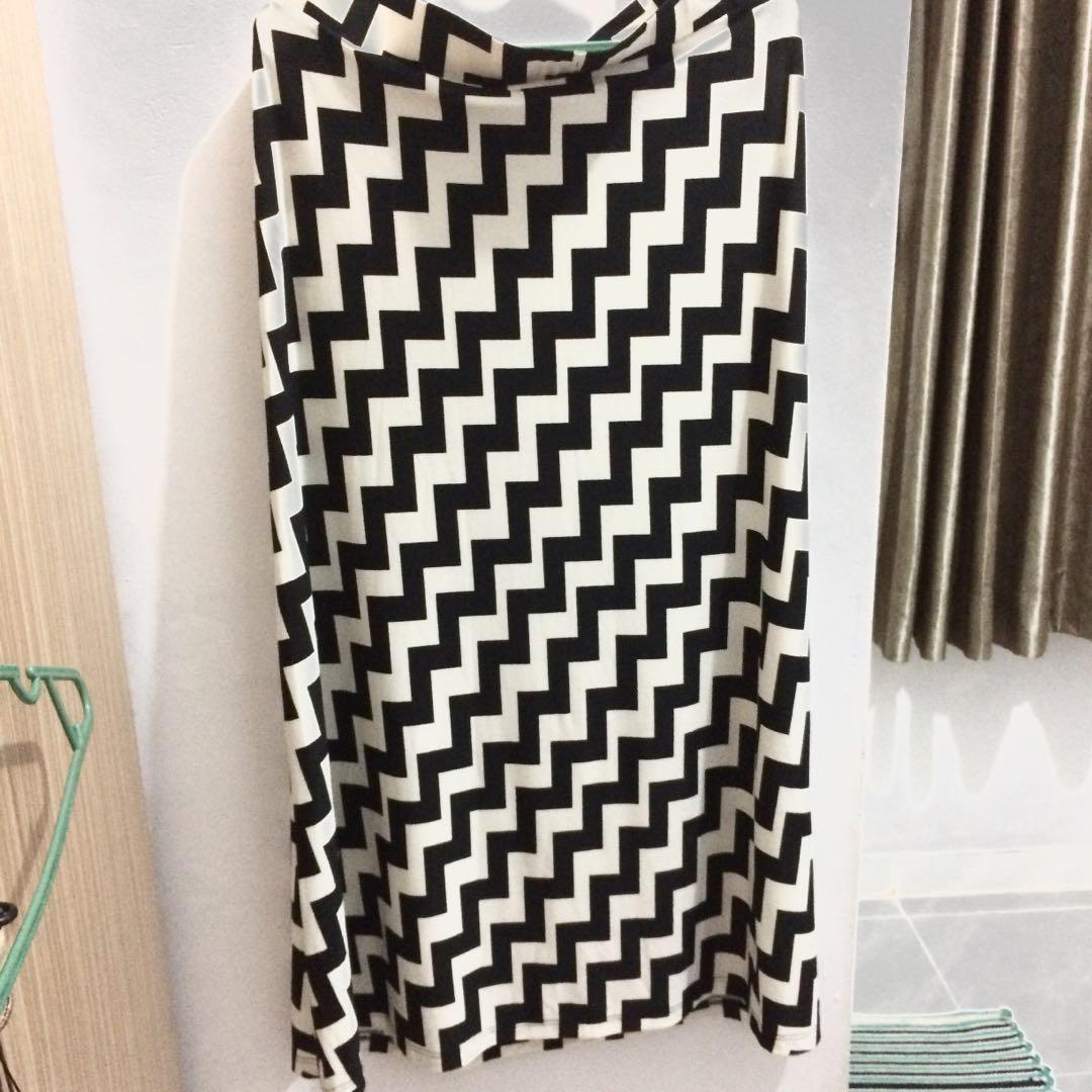 Zigzag maxi skirt