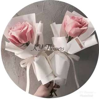Small bouquet roses