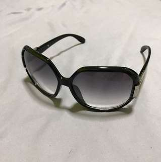 Woman's shade sunglasses in Black