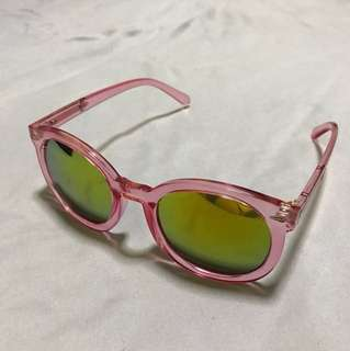 Woman's shades sunglasses in Pink