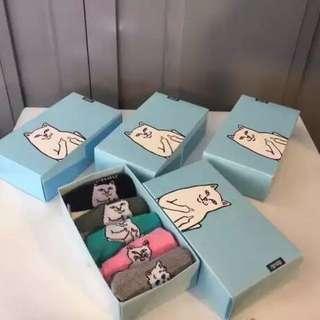 中指 襪 280蚊一盒,包個supreme 膠袋或紙袋