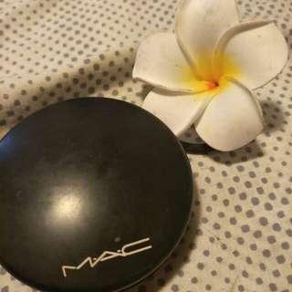 Mac DARK mineralize skin finish