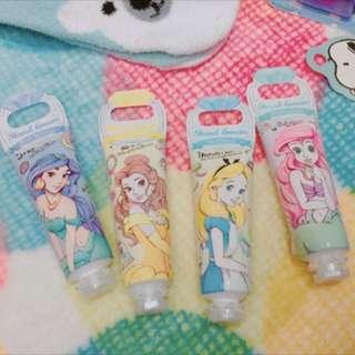 日本代購 現貨供應 迪士尼公主系列 保濕護手霜 愛麗絲夢遊仙境 美女與野獸 艾莉兒小美人魚 茉莉公主