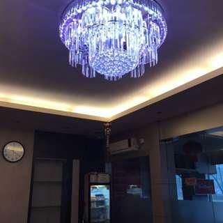 Lampu crystal lobby