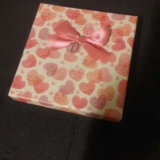 Free : Heart shape storage box