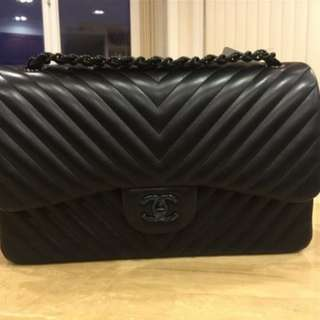 Chanel so black chervon medium