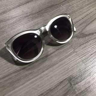 Kacamata mirip filter di instagram 🙈