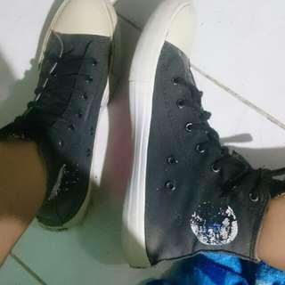 Converse hitam