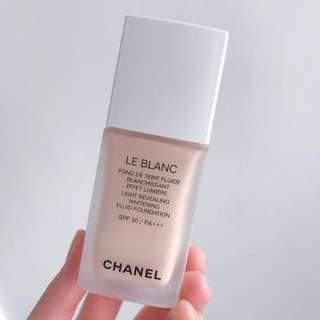 Chanel LE BLANC 珍珠光采防曬粉底液SPF30 / PA+++