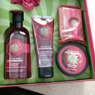 The Body Shop Strawberry Shower Set
