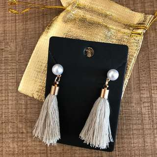 Pearl beige tassel earrings