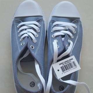 Unisex Canvas Shoes (Size 39)