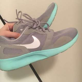 Nike runners 7.5