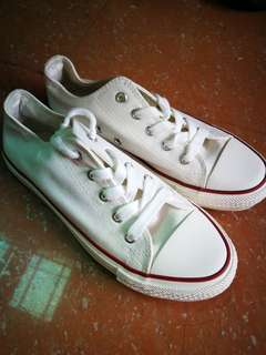 White chuck taylor shoes