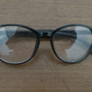 Kacamata fantasi - hitam