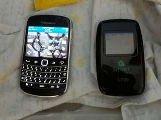 Blackberry Bold 9930 w/ Smart LTE Pocket Wifi