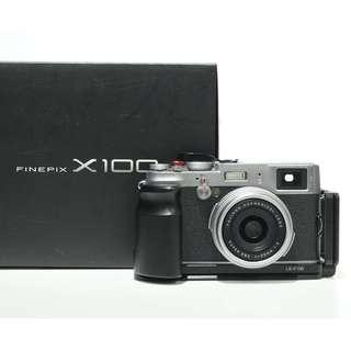 Fujifilm X100 + Bracket