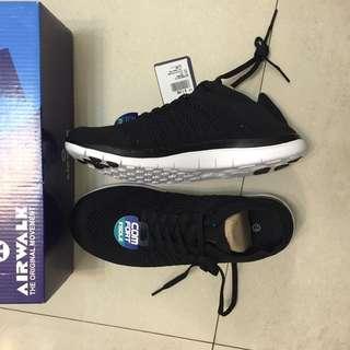 AIR WALK 舒適球鞋。黑。全新無落地