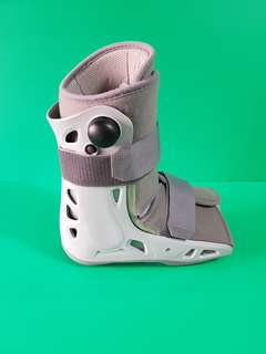 Air crast ( walking boot )