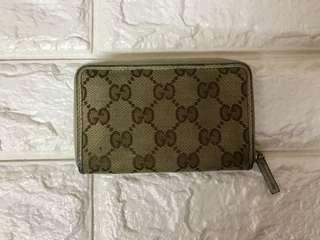 Gucci 米色散紙包