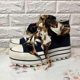 全新籃色絲巾波鞋(size 38)