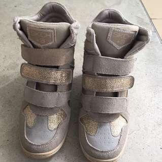 Skechers High-cut Shoes