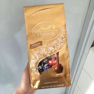 Lindor 4 flavors chocolate( milk.dark.white.extra dark) (540g)