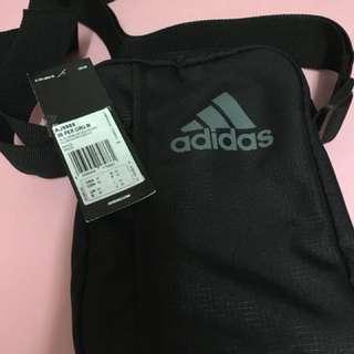 Adidas 斜揹袋 黑色 全新