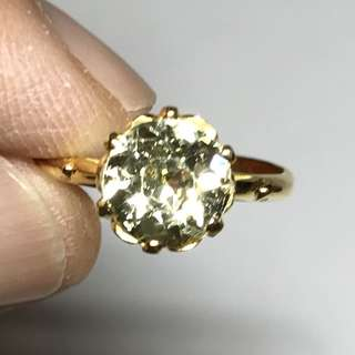 {Women's Fashion - Ring} Sparkling 1960s Beautiful Vintage 14K Yellow Gold Ring Set With 2 Carat Light Yellow Citrine Gemstone