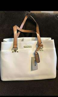 For sale brand new kenneth cole reaction bag! srp $99.00 but selling it in a low price!