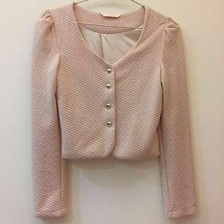 🚚 粉膚色金扣短版外套