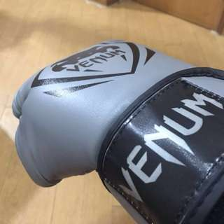 Venum boxing gear (gloves + shinguard)      not  adiddas nike new balance converse sport shoes