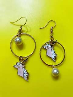 Unicorn 🦄 pearl gold earrings (Instock)