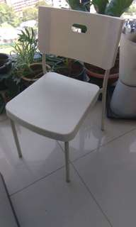 9 nos white chairs & 2 magazine side coffee table