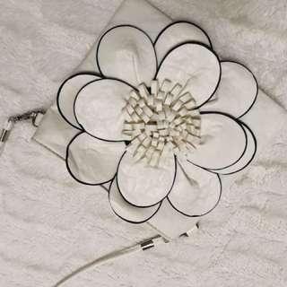 White flower over the shoulder bag (medium size)