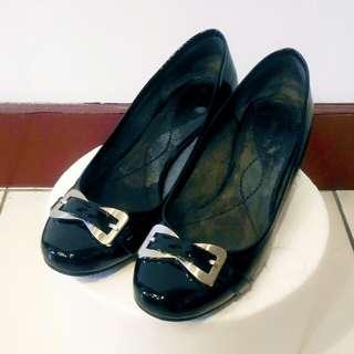 專櫃真皮金屬扣圓頭粗跟鞋(size38-39)