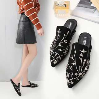 Spring 2018 New Fashion Embroidered Pointed Flat Shoes Baotou Flat with Slippers